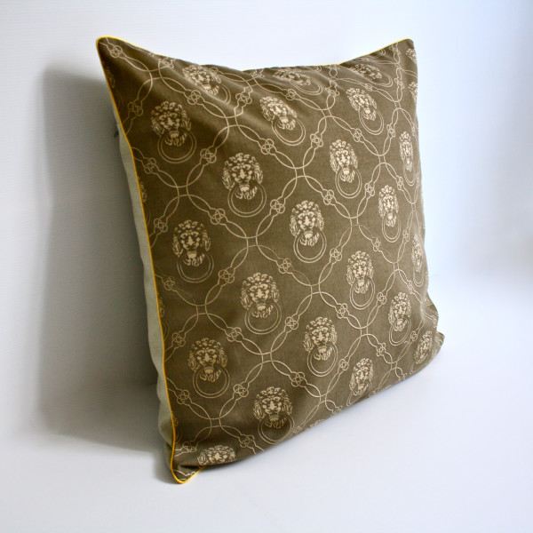 Leonis Petite Pillow in Coffee