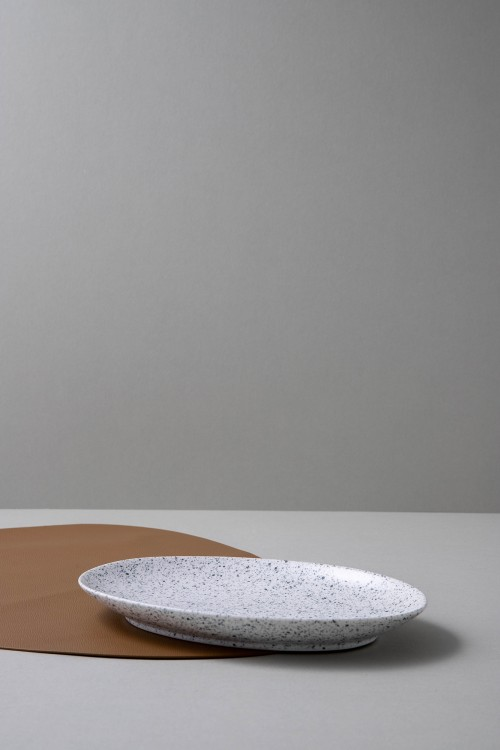 Helga Oval Serving Plate M (Speckled White)