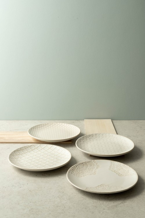 Lara 4-Piece Dessert Plates (Cream)